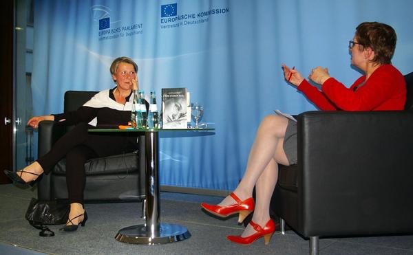lotta-lundberg-europaeische-kommission-buch-des-monats-april-2015